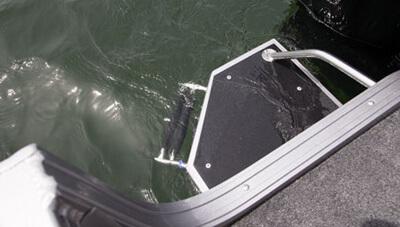 Crestliner-Sportfish-1850-Features-Swim-Platform-1558529710197.jpg