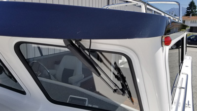 SeaSport-Features-Diamond-Glaze-Windshield-1573761160413.jpg