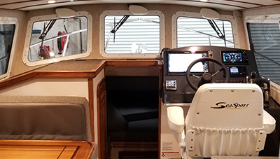SeaSport-Features-2800-Commander-San-Juan-Interior-1583337609201.jpg